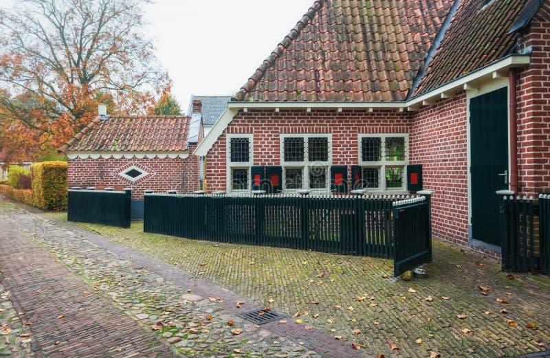 Las pequeñas casas en Bourtange, un holandés fortificaron el pueblo en imágenes de archivo libres de regalías