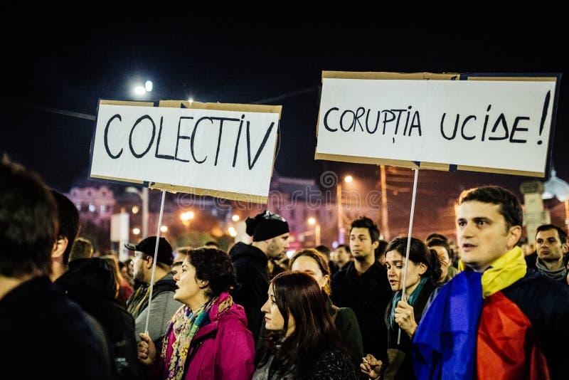 Las protestas en Rumania continúan después de que el P.M. dimita fotos de archivo libres de regalías