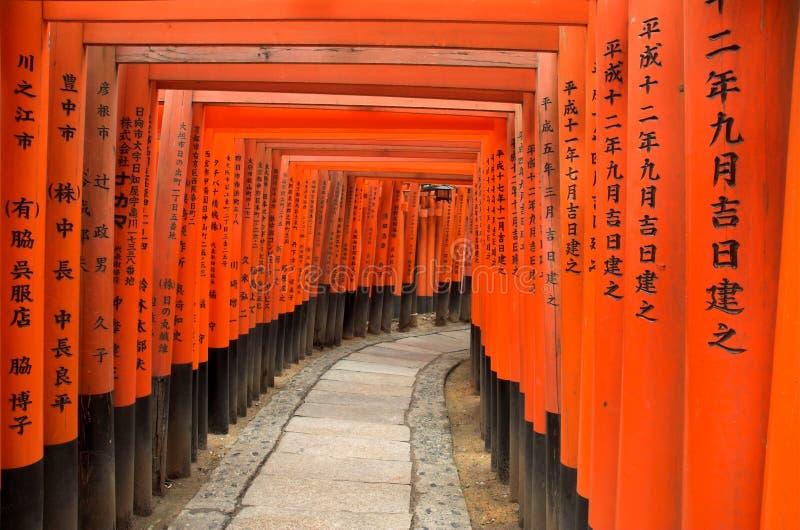 Download Las Puertas De Torii De Fushimi Inari Shrine En Kyoto, Japón Foto de archivo - Imagen de deity, puro: 1292156