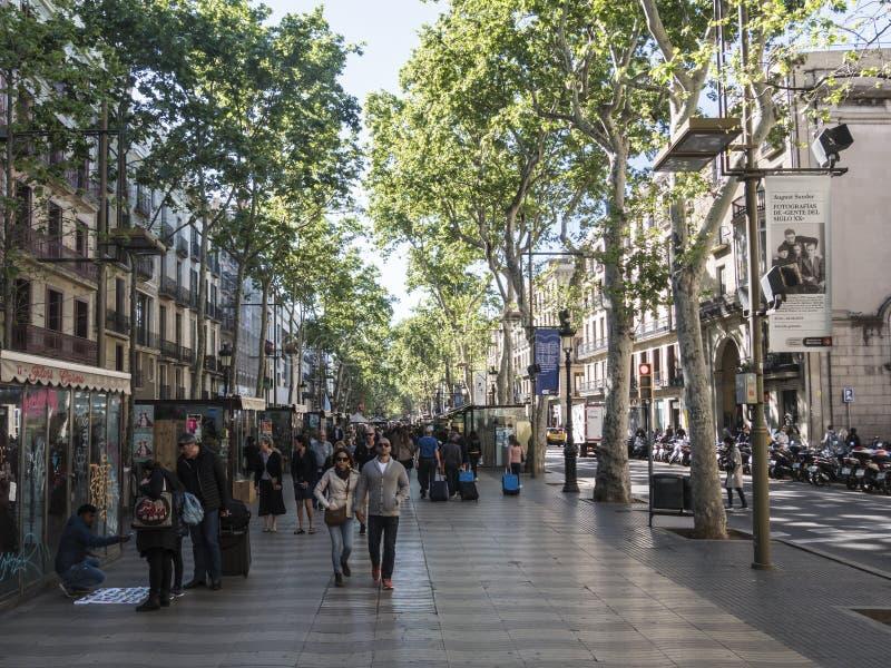 Las Ramblas av Barcelona, Spanien arkivfoton