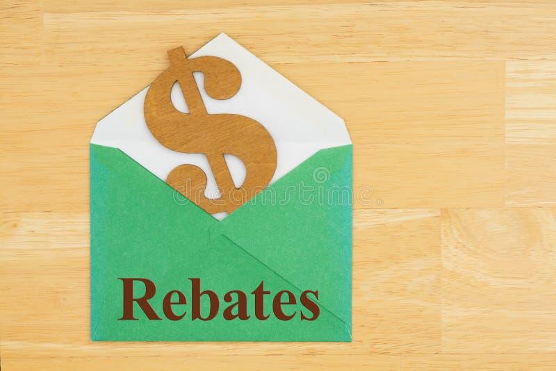 Las rebajas mandan un SMS con símbolo de la muestra de dólar con el sobre verde en el escritorio de madera texturizado fotografía de archivo libre de regalías