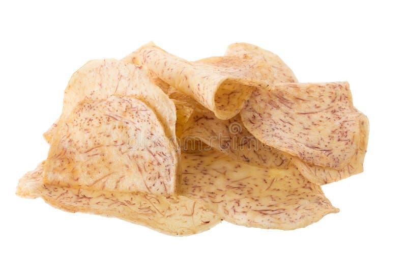las rebanadas fritas del taro sumergen en el caramelo aislado en el backgro blanco fotografía de archivo libre de regalías