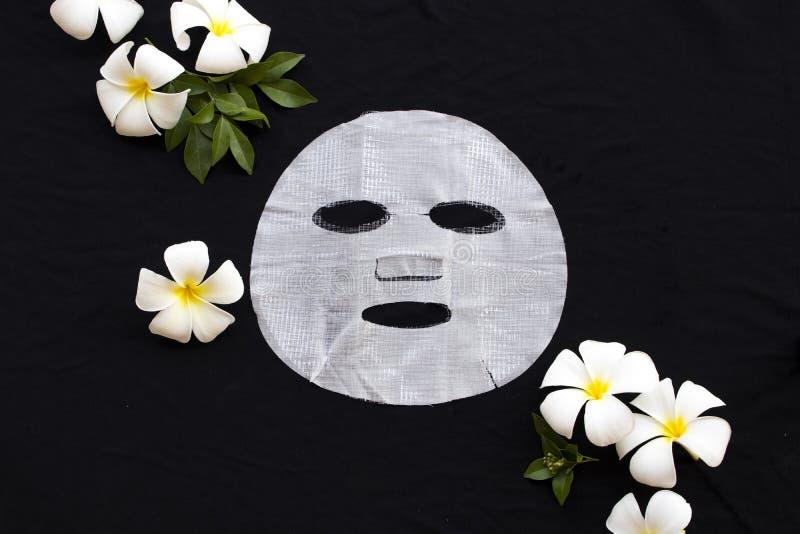 Las redes naturales del aroma de los cosméticos cubren la atención sanitaria de la máscara para la cara de la piel fotografía de archivo libre de regalías