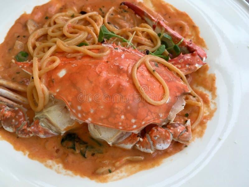 Las reuniones coreanas del cangrejo italien el cusine, un fuego artificial para el gusto imágenes de archivo libres de regalías