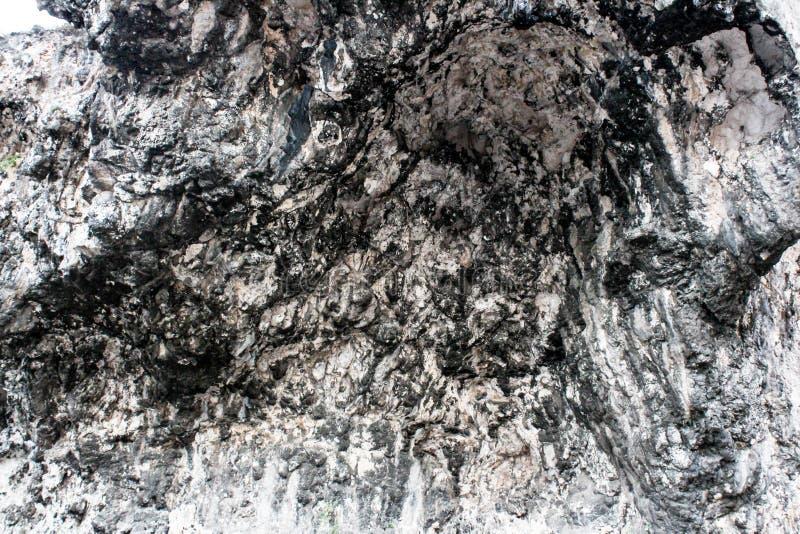 Las rocas y los ladrillos pesados naturales wallpaper rocas pesadas naturales y los ladrillos wallpaper imagen de archivo libre de regalías