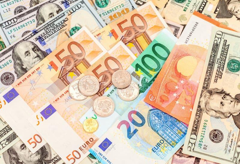 Las rublos rusas acuñan sobre diverso euro de los billetes de banco de la moneda y imagenes de archivo
