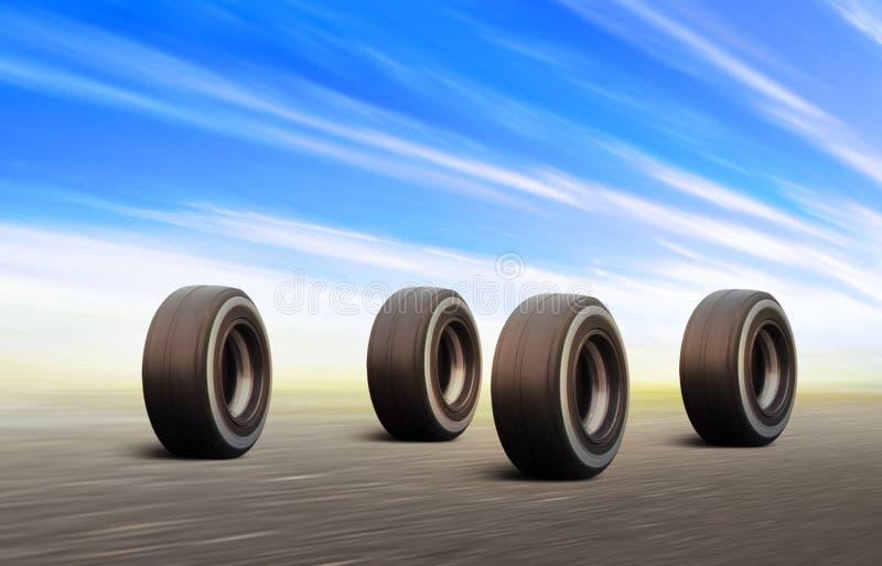 Las ruedas negras acometen en el camino de la velocidad foto de archivo