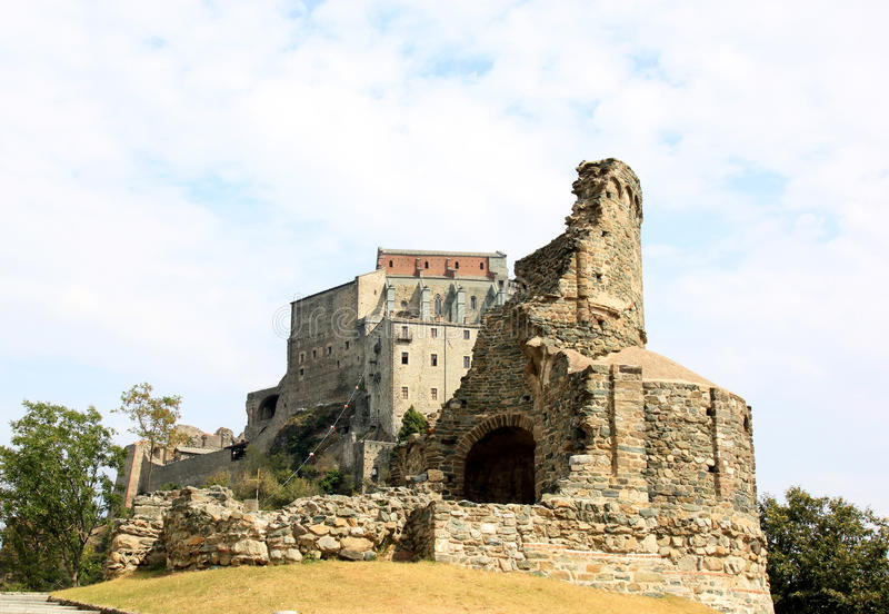 Las ruinas acercan a Sacra di San Micaela, Italia fotos de archivo libres de regalías