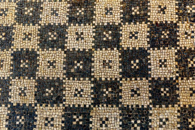 Las ruinas antiguas del mosaico se cierran para arriba en el chalet romano en Risan, Monteneg imágenes de archivo libres de regalías
