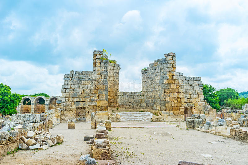 Las ruinas de la basílica en Perge imágenes de archivo libres de regalías