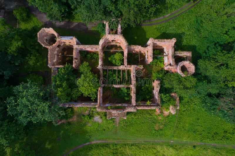 Las ruinas de la casa vieja de barones Vrangel en Torosovo Regi?n de Leningrad, Rusia imagen de archivo