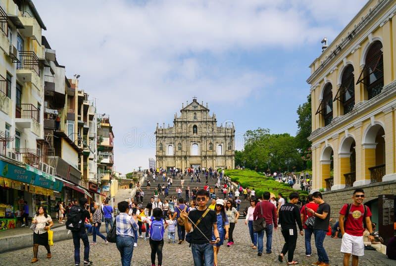 Las ruinas de la fachada de San Pablo cerca de las escaleras en Macao fotos de archivo