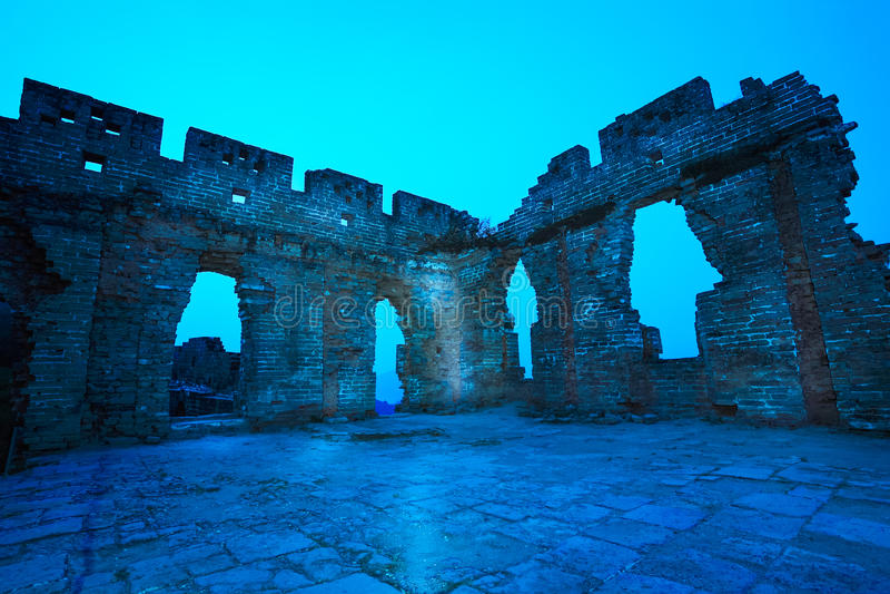 Las ruinas de la Gran Muralla en el amanecer imagen de archivo libre de regalías
