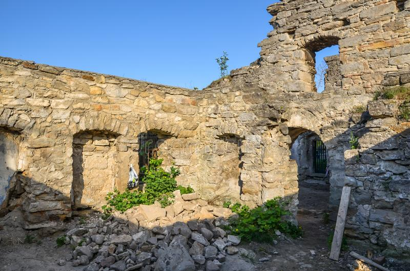 Las ruinas de la iglesia y del hospital, Szydlow, Polonia del Esp?ritu Santo imagenes de archivo