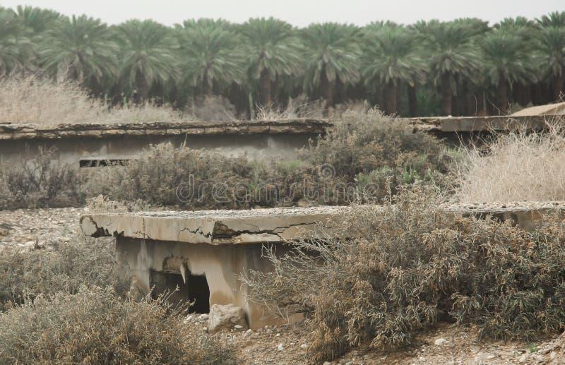 Las ruinas de los cuarteles y de las instalaciones militares, alambre de púas fotografía de archivo libre de regalías