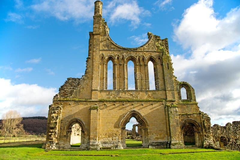Las ruinas de un monasterio cisterciense fotografía de archivo