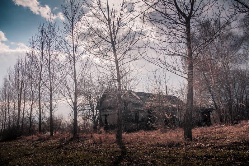 Las ruinas de una casa vieja imágenes de archivo libres de regalías
