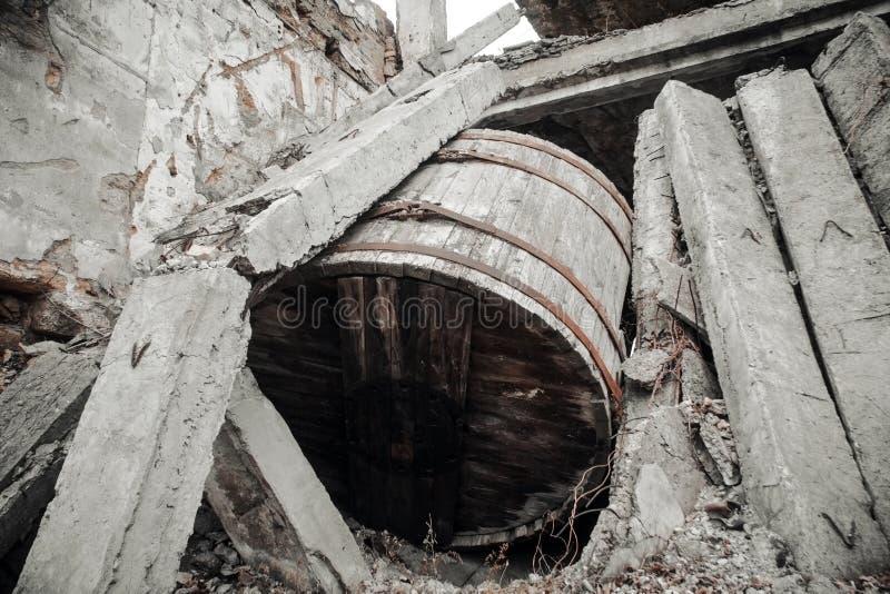 Las ruinas del edificio destruido fotografía de archivo