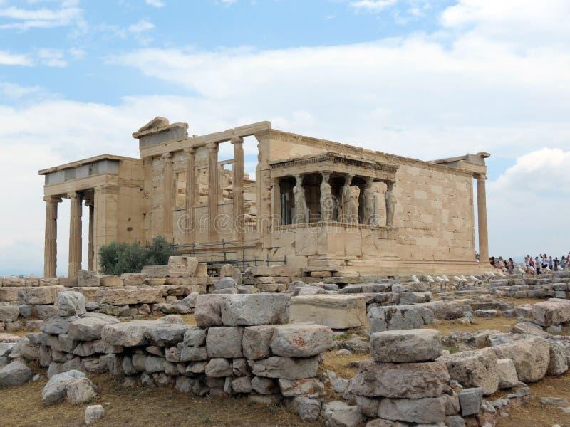 Las ruinas del templo antiguo son visitadas por los turistas fotos de archivo