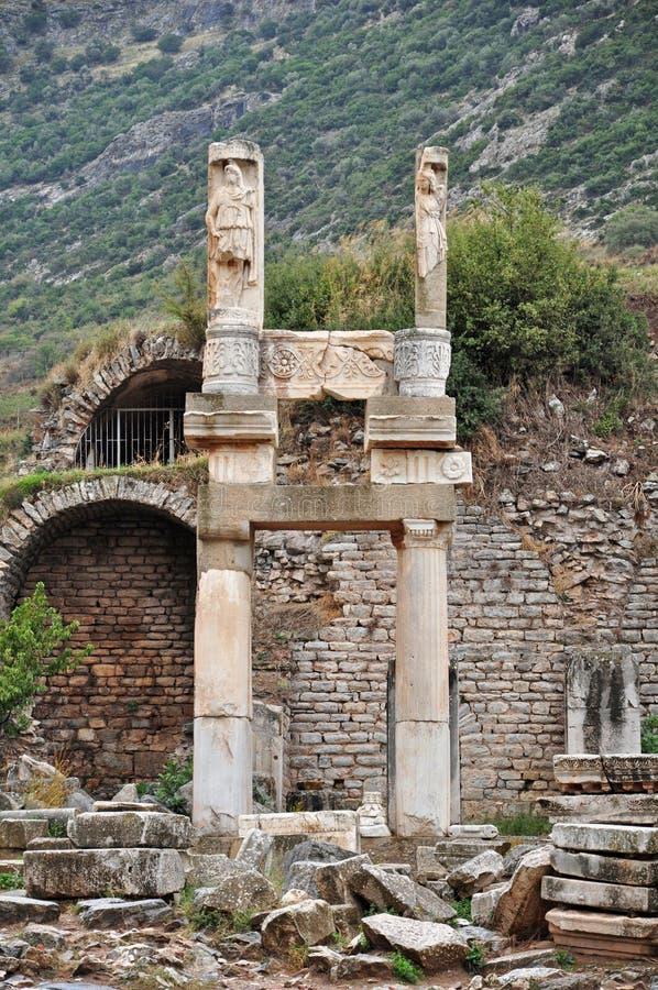 Las ruinas del templo de Domitian en Ephesus fotografía de archivo libre de regalías