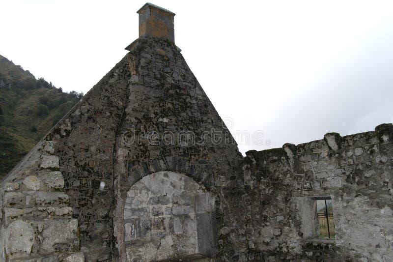 Las ruinas en Auvergne francia foto de archivo