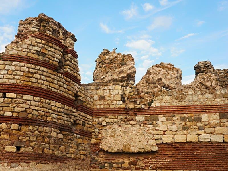 Las ruinas Nessebar viejo son también una de las mejores ciudades medievales viejas preservadas de Bulgaria fotografía de archivo libre de regalías