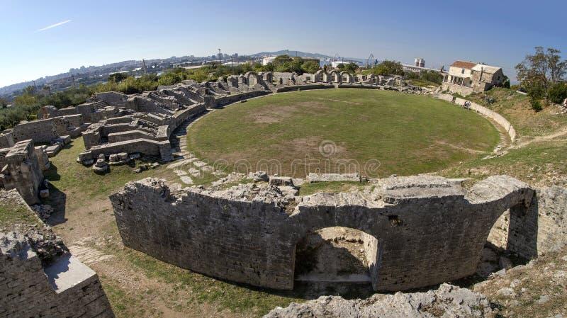 Las ruinas romanas antiguas cerca de la ciudad partieron en Croacia imagen de archivo libre de regalías