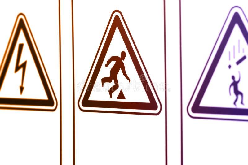 Las señales de peligro bajo la forma de triángulo fotografía de archivo libre de regalías