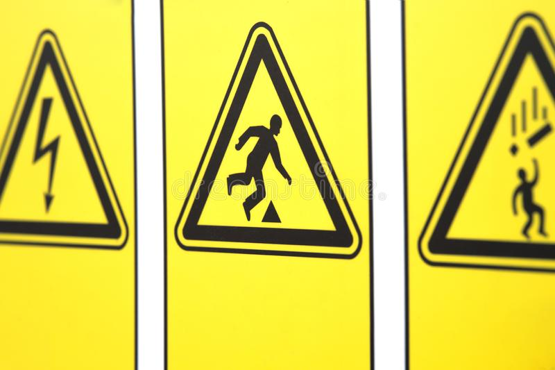 Las señales de peligro bajo la forma de triángulo fotos de archivo libres de regalías
