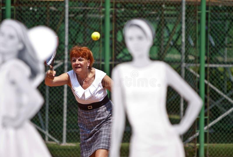 Las señoras de BCR abren la apertura principal de la arena del tenis foto de archivo