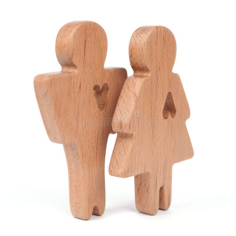 Las siluetas del hombre, de la mujer y del corazón cortaron dentro de las formas en un fondo blanco Pares felices en amor El varó fotografía de archivo libre de regalías