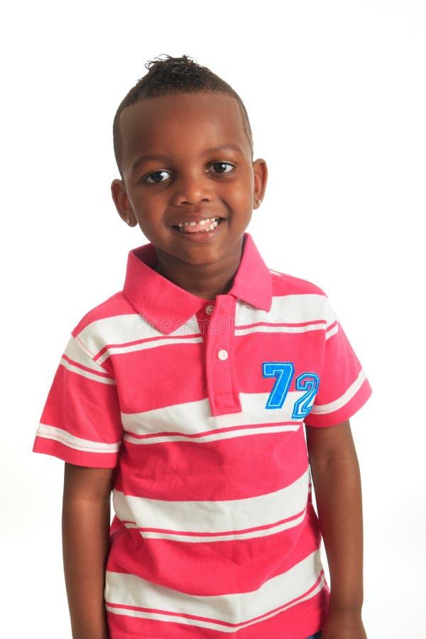 Las sonrisas negras afroamericanas del niño aislaron 8 fotografía de archivo libre de regalías