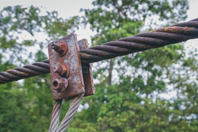 Las sujeciones oxidadas viejas que se utilizan durante mucho tiempo fotos de archivo libres de regalías