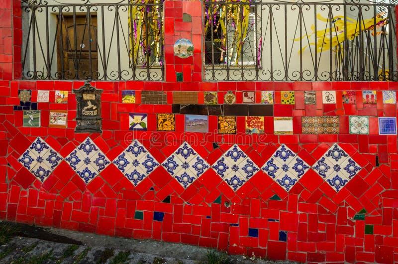 Las tejas coloridas del Selaron caminan en Rio de Janeiro foto de archivo