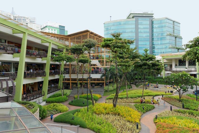 Las terrazas en el centro de Ayala, Cebú, Filipinas foto de archivo libre de regalías