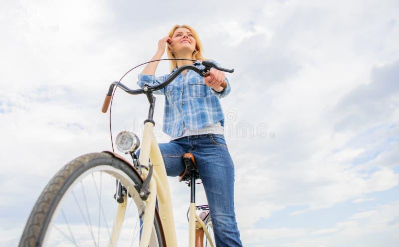 Las tiendas de alquiler de la bici sirven sobre todo a la gente que no tiene acceso a los viajeros del vehículo típicamente y par imagenes de archivo