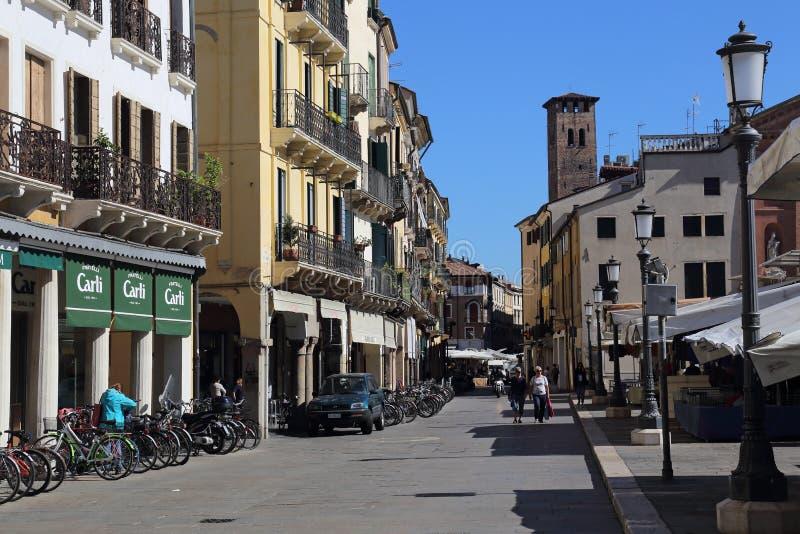Las tiendas en Signori del dei de la plaza ajustan en Padua, Italia fotos de archivo libres de regalías