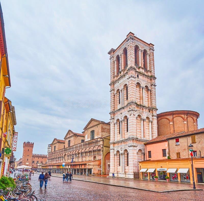 Las torres de Ferrara, Italia foto de archivo