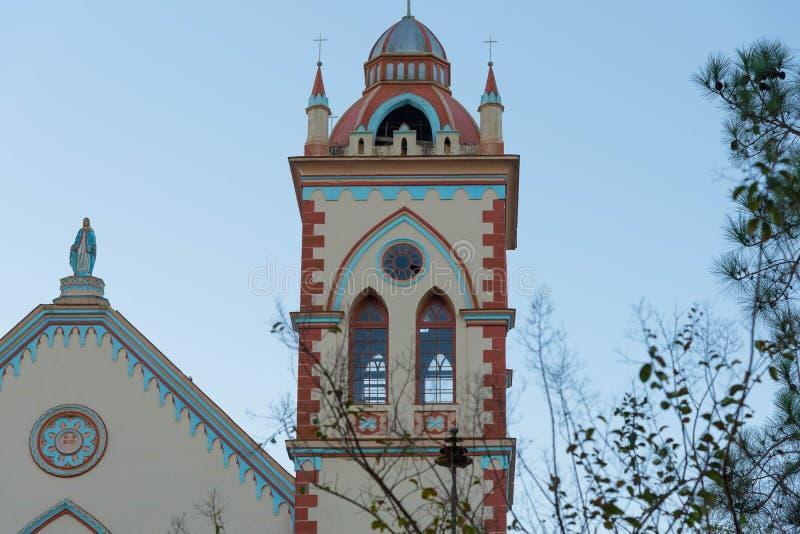 Las torres de iglesia y los 04 santos fotos de archivo
