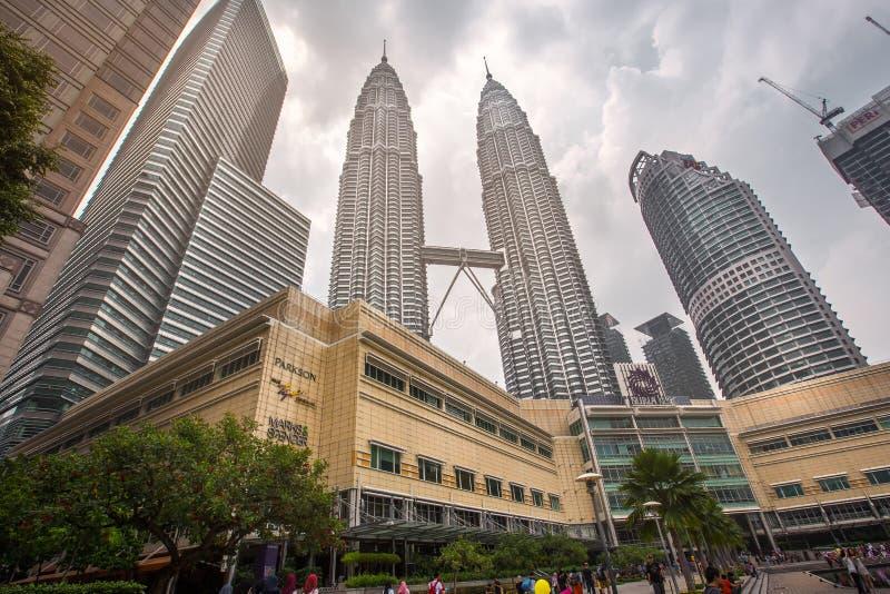 Las torres gemelas de Petronas en Kuala Lumpur, Malasia imágenes de archivo libres de regalías