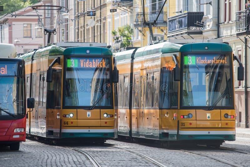 Las tranvías amarillas icónicas de Norrkoping, Suecia imágenes de archivo libres de regalías
