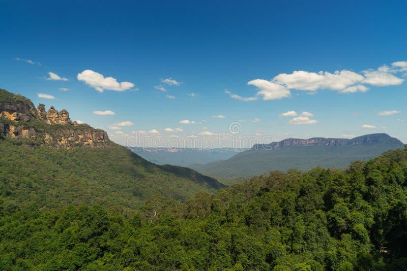 Las tres hermanas oscilan en el parque nacional de las montañas azules, Australi foto de archivo libre de regalías