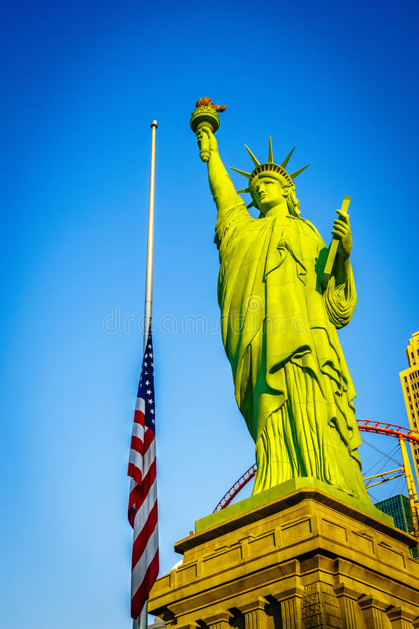 Las Vegas-amerikanische Flagge und Freiheitsstatue auf dem Himmel stockfotos