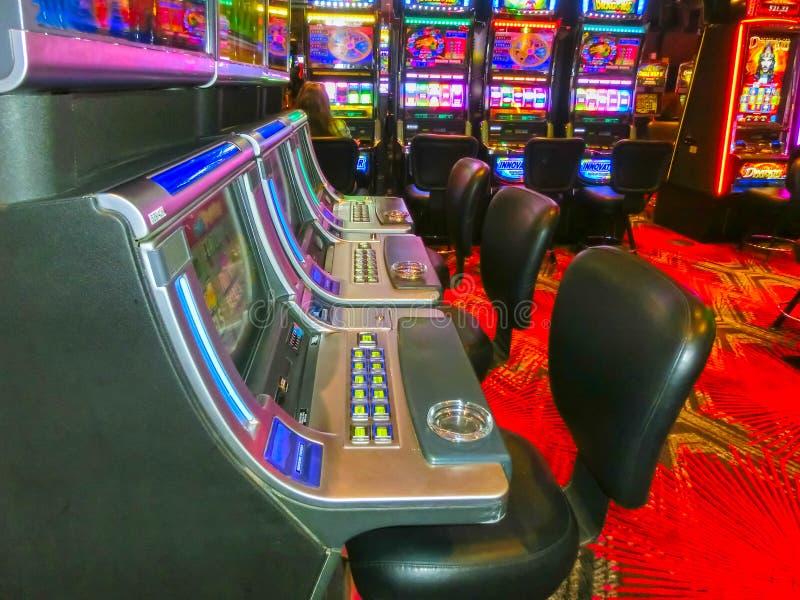 Las Vegas Amerikas förenta stater - Maj 07, 2016: Enarmade banditer i den Fremont kasinot arkivfoton
