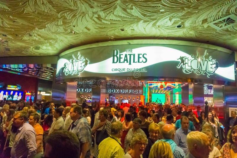 Las Vegas Amerikas förenta stater - Maj 06, 2016: Ingång till showen för Beatles Cirque du Soleil teaterförälskelse på royaltyfria foton