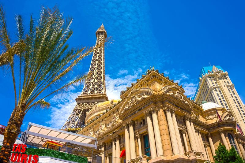 Las Vegas Amerikas förenta stater - Maj 05, 2016: KopiaEiffeltorn in med klar blå himmel arkivbilder