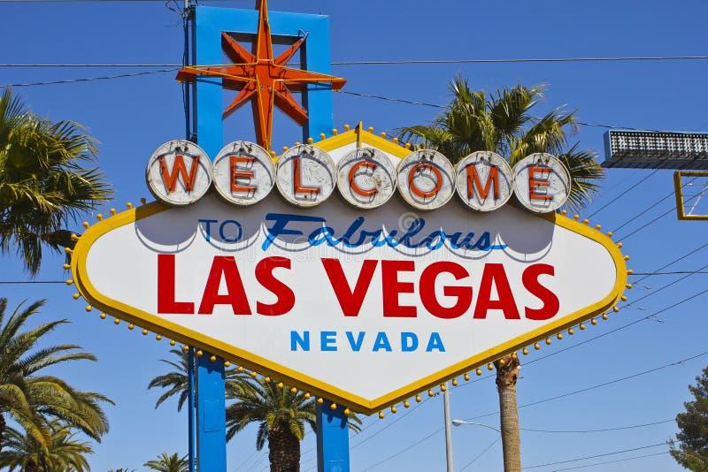 Las Vegas - April 2010: Willkommen zu fabelhaftem Las Vegas-Zeichen auf dem Las Vegas-Streifen I stockfotos