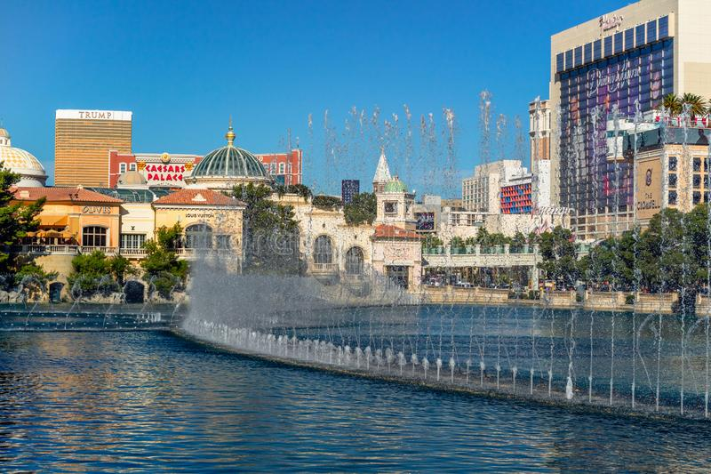 Las Vegas, Bellagio-Brunnen, Trumpf-internationales Hotel und Flamingo-Hotel und Kasino stockbild