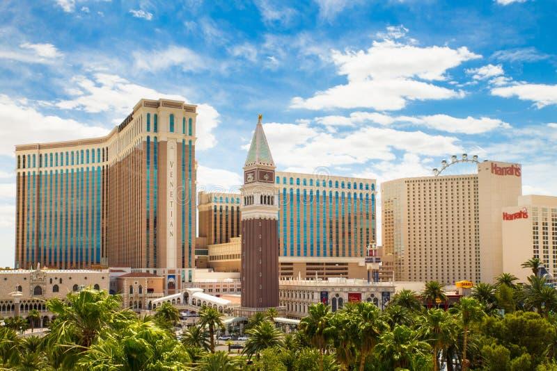 Las Vegas Boulevard avec des hôtels de casino de station de vacances photo stock