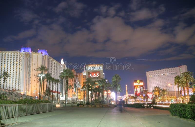 LAS VEGAS - 3 FÉVRIER.   Bande de Vegas dans le coucher du soleil le 3 février, 20 photos libres de droits